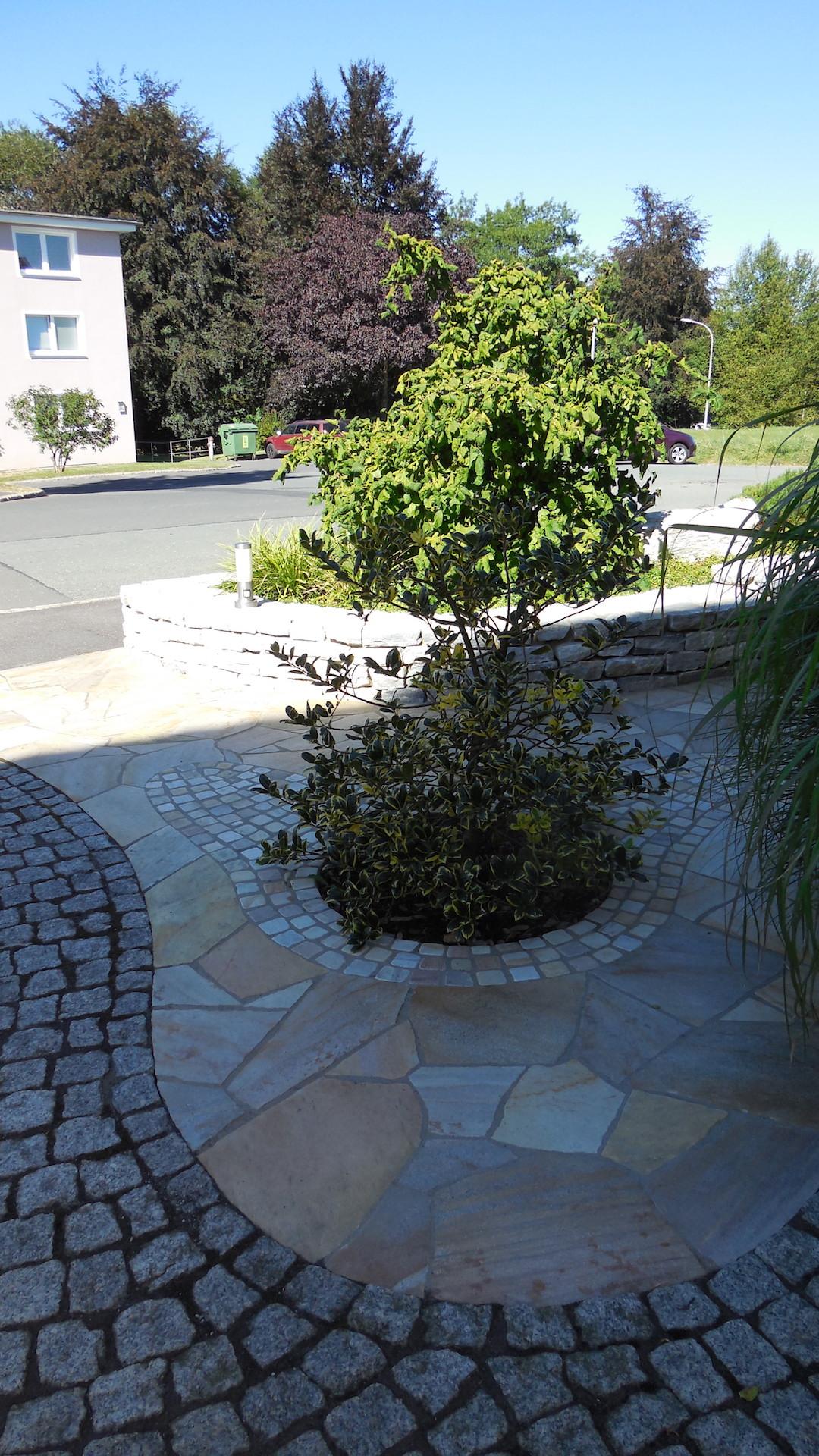 Eingangsbereich - Polygonalverlegung mit Kleinpflaster