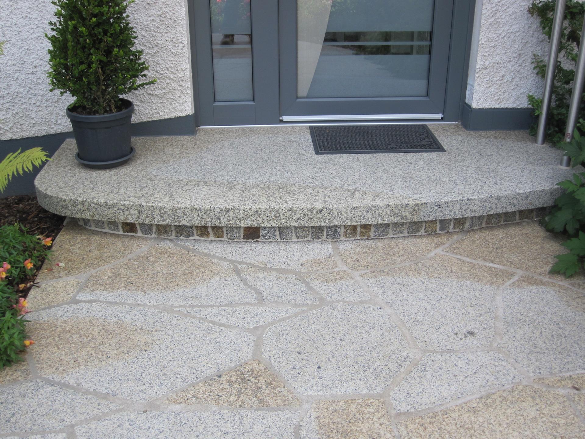 Naturstein Hauseingang mit Granitbodenbelag