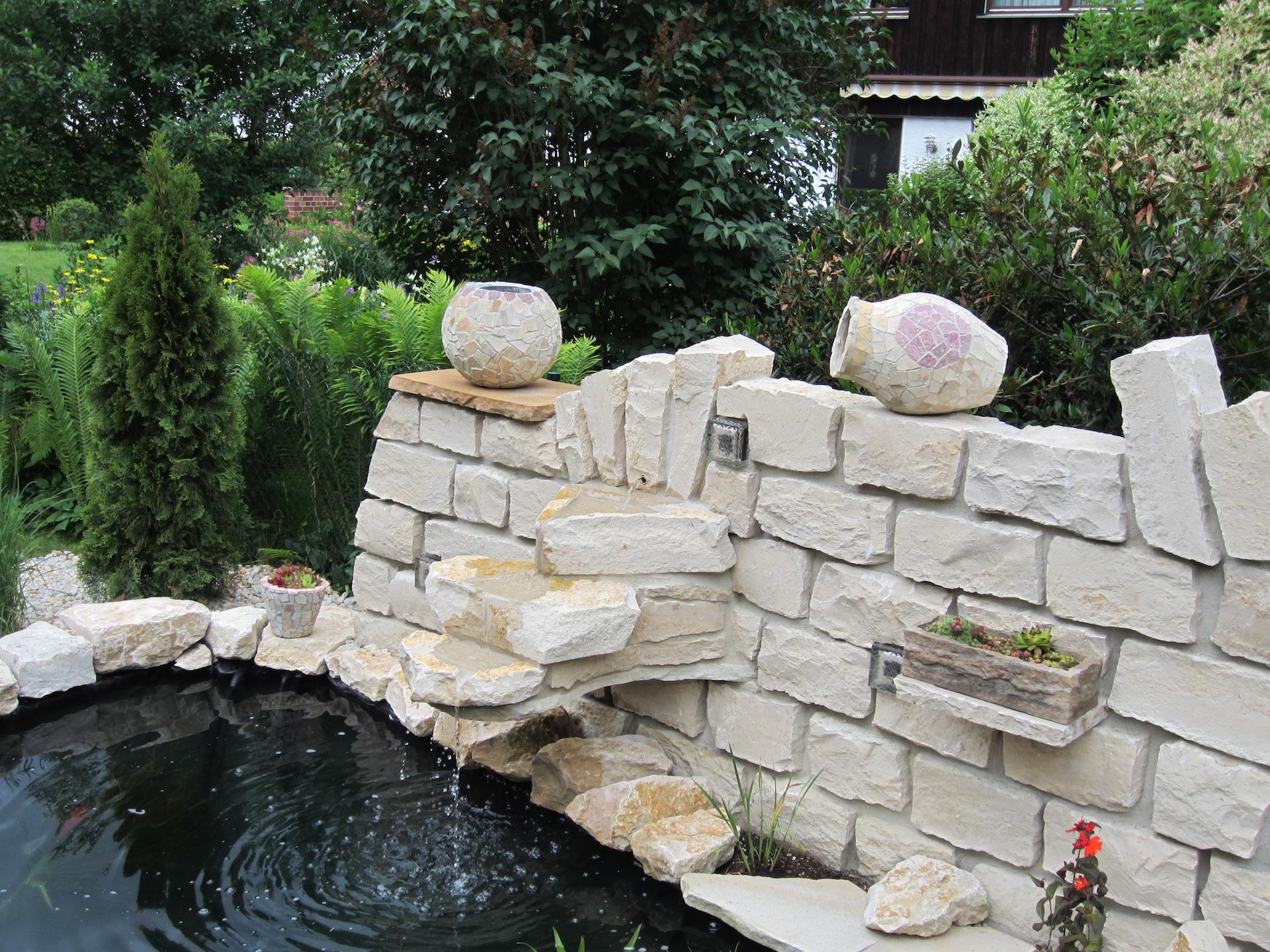 Gartenteichanlage mit Naturstein