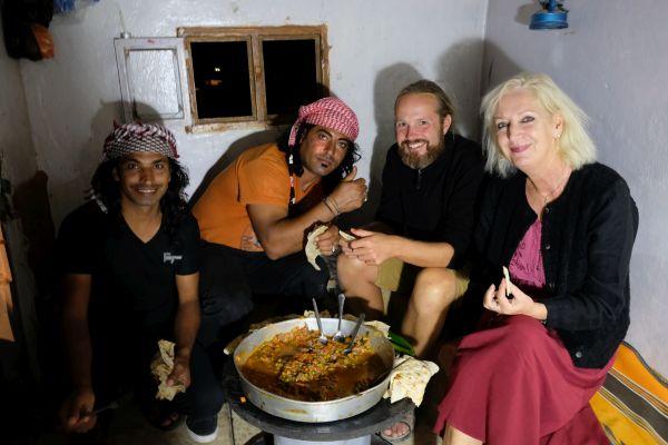 Abendessen mit dem Beduin Hisham (li)