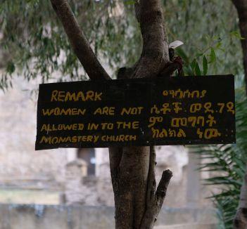 leicer dürfen sich Frauen nicht jede Kirch betreten, was ziemlich häufig der Fall war :(