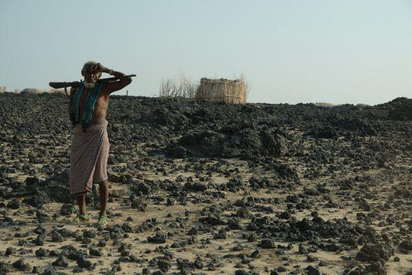einige Afar leben sehr abgeschieden in der Wüste der Danakil Depression - einer der heißesten Orte der Erde