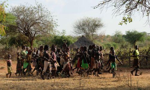 Bull Jumping Zeremonie - während unseres Aufenthaltes haben die Frauen stundenlang getanzt
