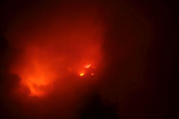 zum Glück zeigt sich zeitweise die Lava