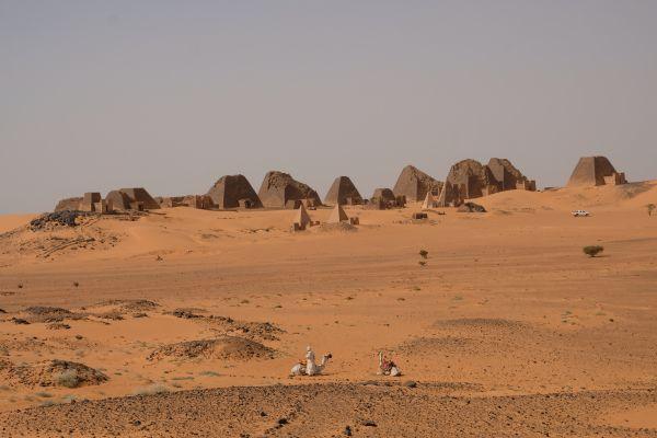 Meore Pyramiden - hier fühlt man sich wie ein Archäologe, der die Entdeckung seines Lebens gemacht hat...weit und breit keine Touristen
