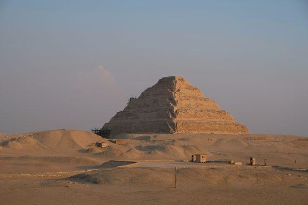 Djoser Pyramide (Stufenpyramide) - eine der Ältesten