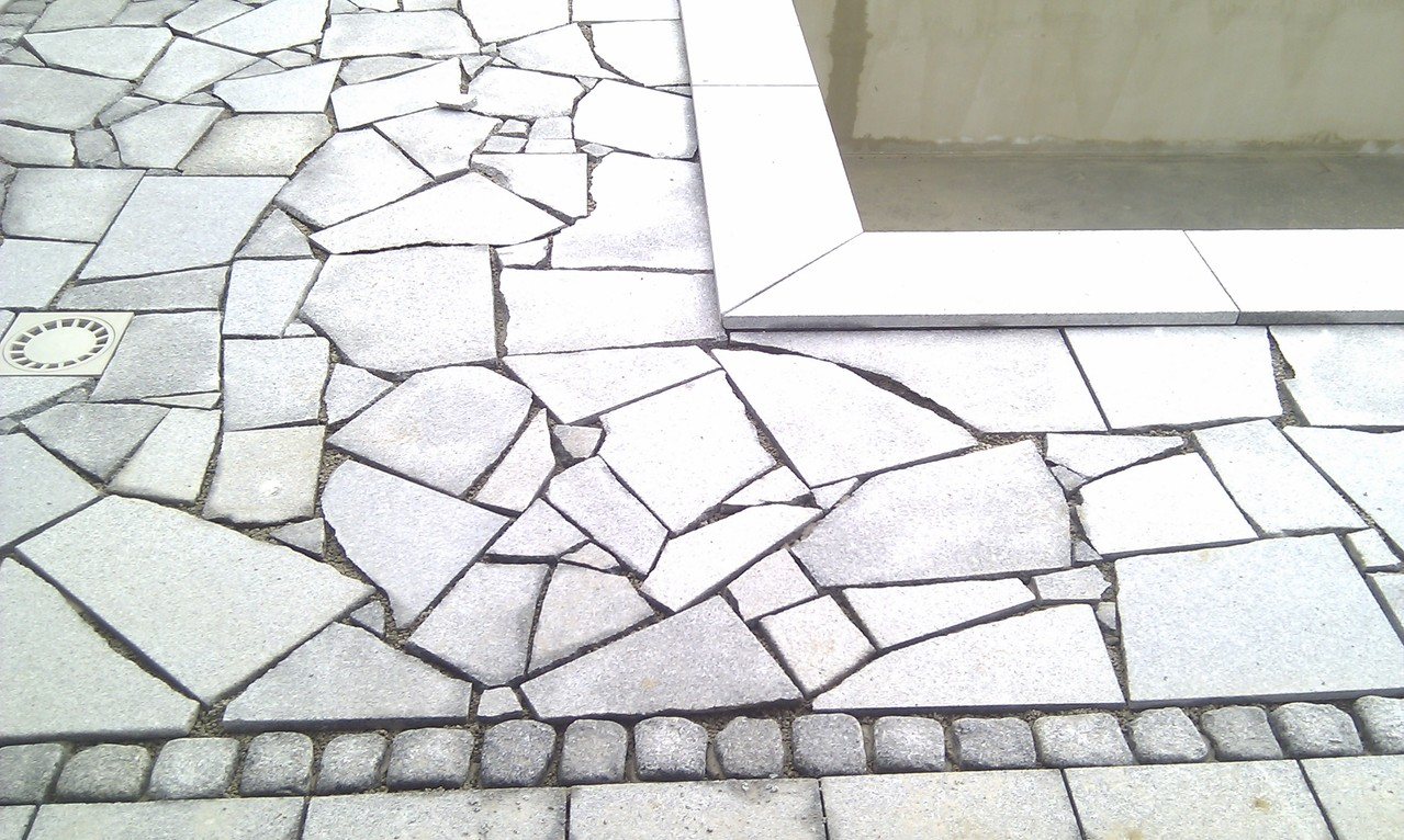 Lasberger Granit sandgestrahlt polygonal