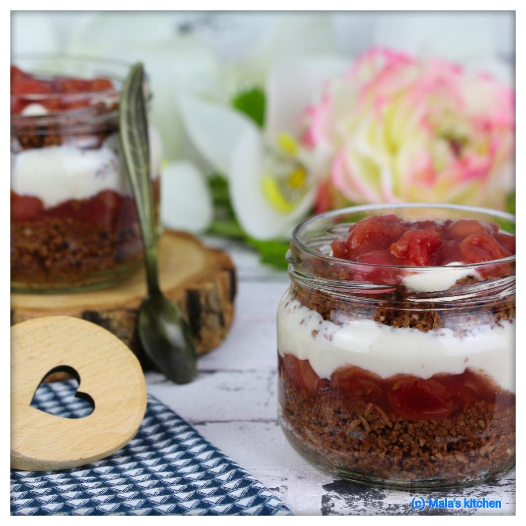 Schoko-Kokos-Couscous mit Kirschkompott und Sojajoghurt