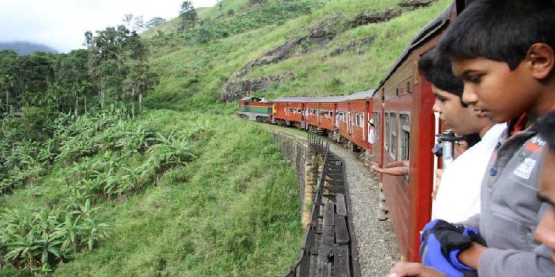 """""""Unique traintrip"""" (Haputale - SRI LANKA)"""