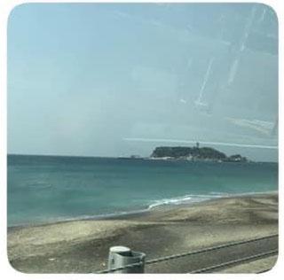 秦野集会に向かう途中、江ノ島が見えてきた