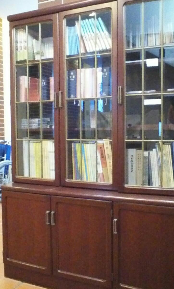 礼拝に参加される方やご興味をお持ちの方のために、様々な書籍を取り揃えています。