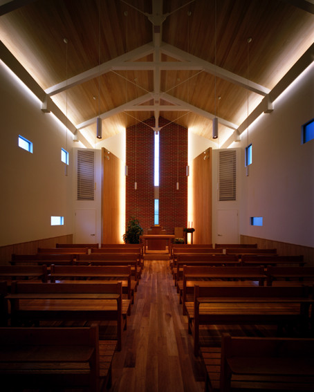 礼拝堂は約80名の方がご利用できるよう設計されています。