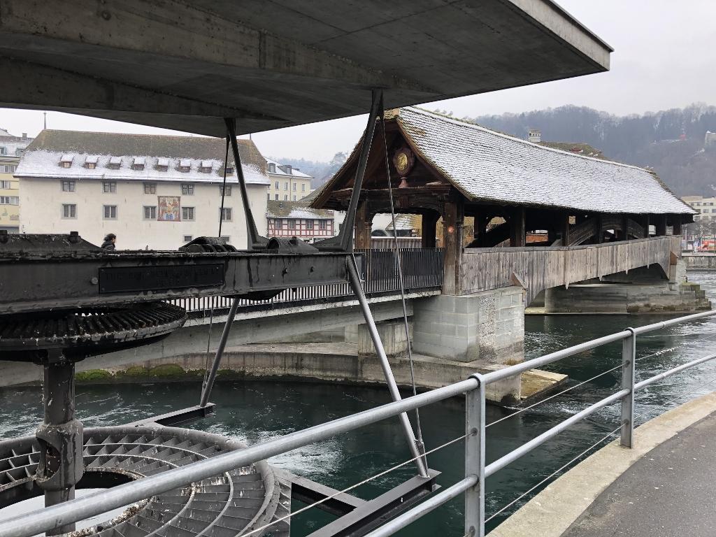 Spreuerbrücke modern und historisch