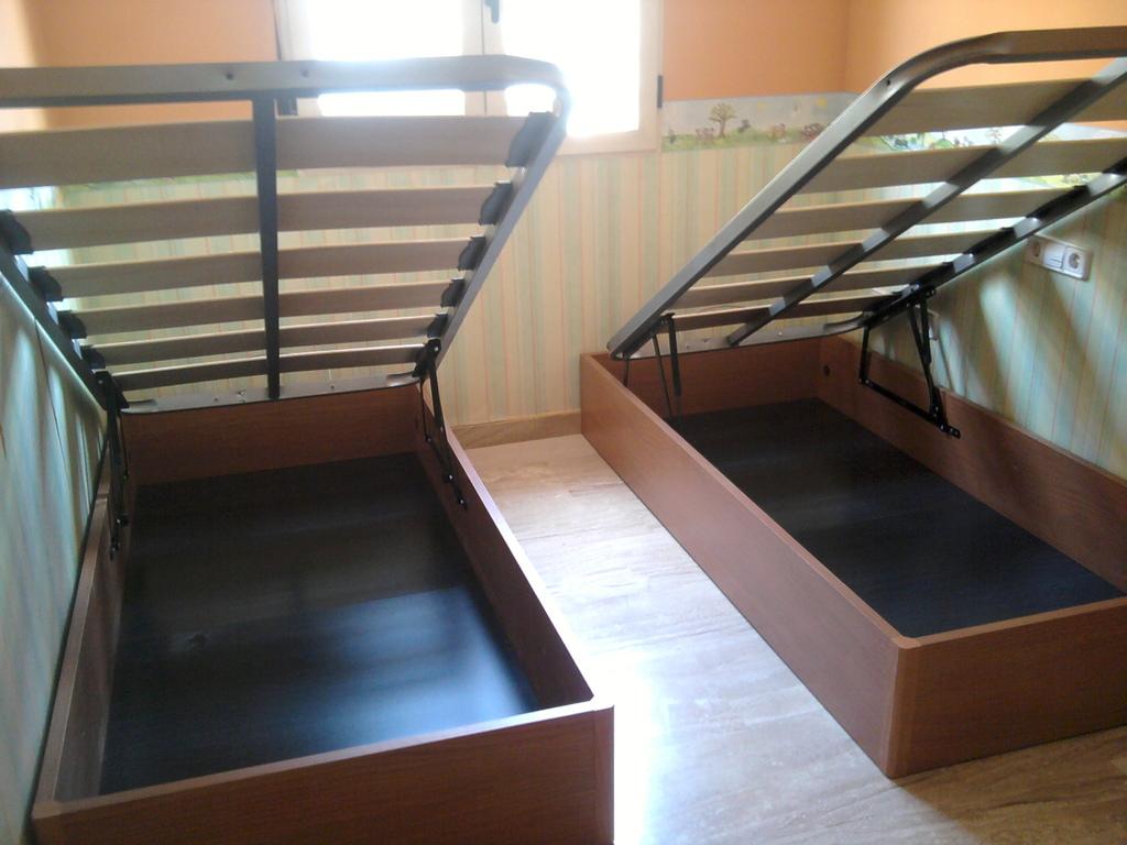 Canapes individuales en color cerezo , tu segundo armario , facil montaje .