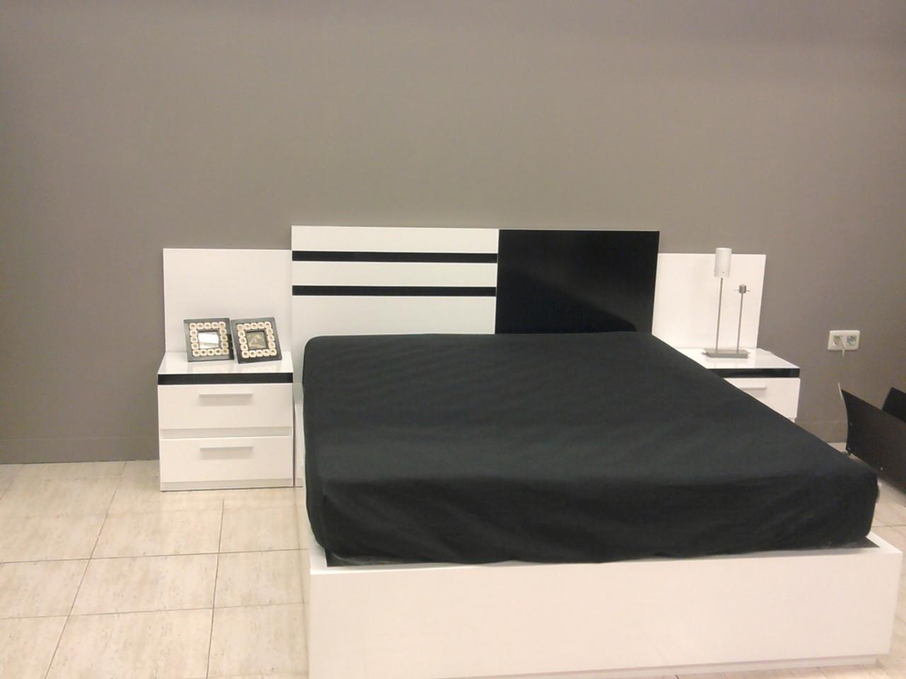 Dormitorio en blanco y negro , moderno .