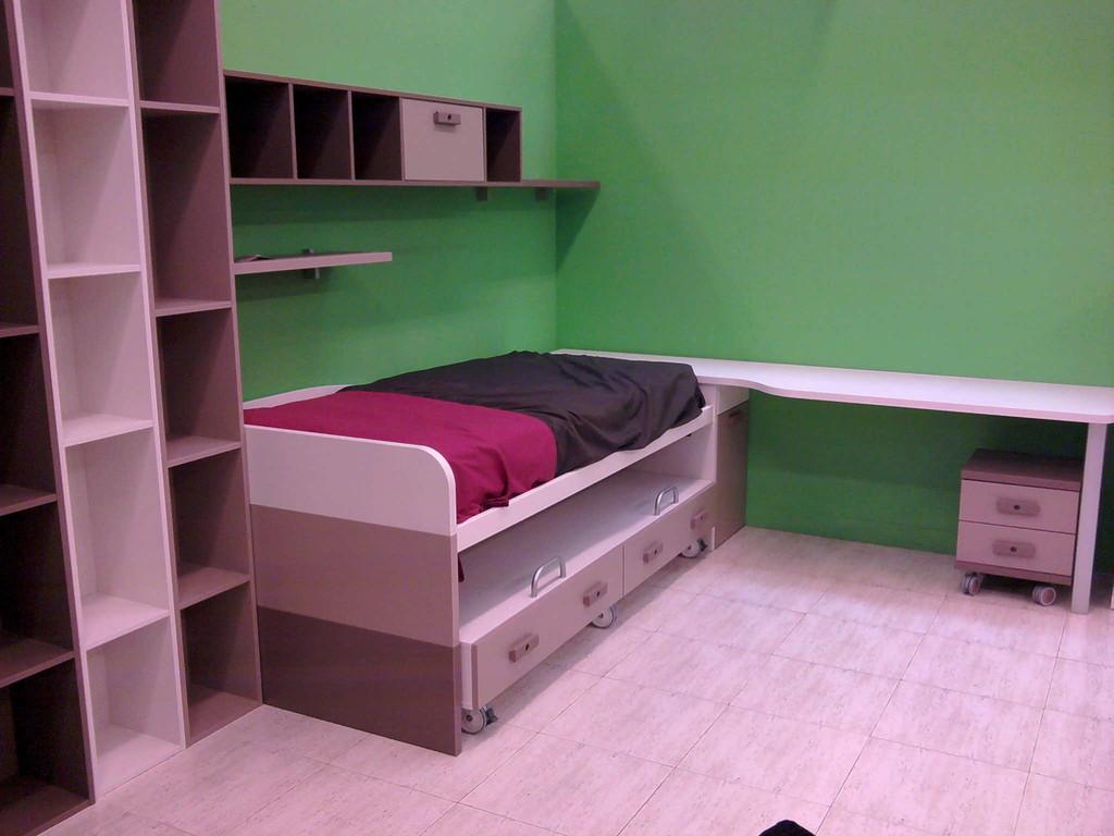 Juvenil , dos camas con cajones ,estanterias , mesa de estudio muy completo .