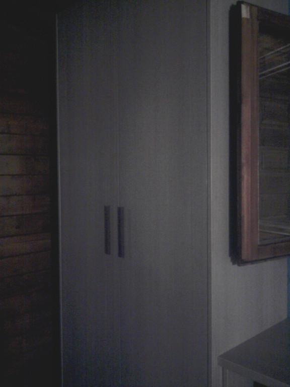 Armario de dos puertas , para sitios reducidos .