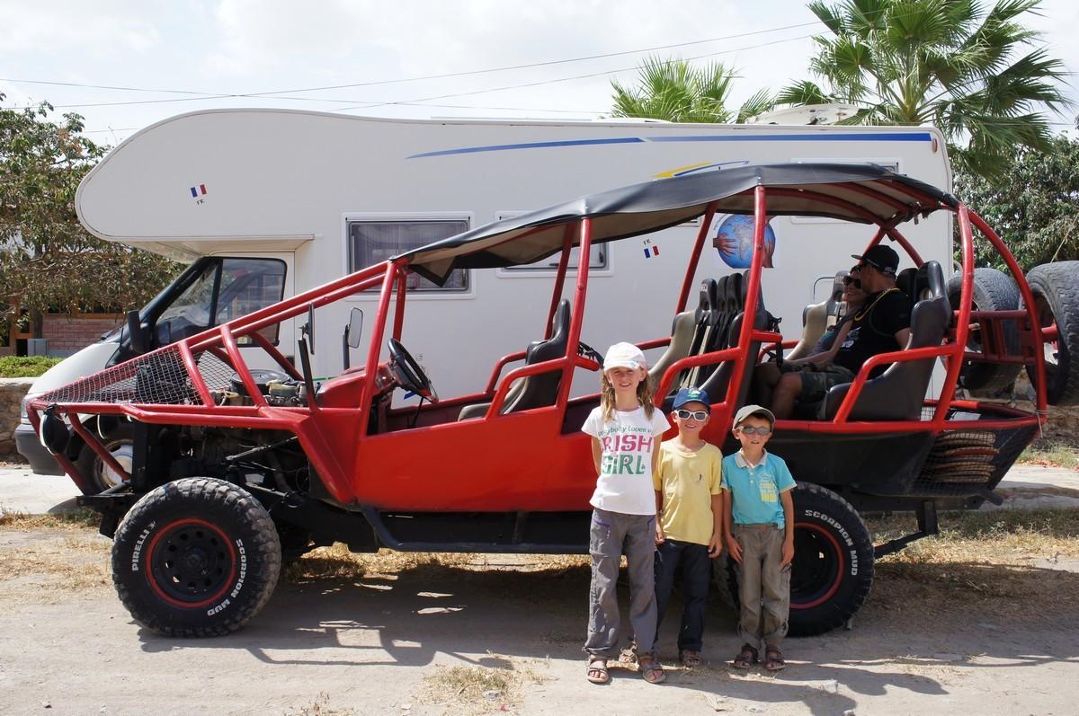 Le buggy arrive ... presque aussi gros que le camping car !