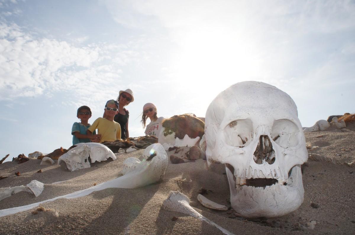 Troisième arrêt : les cimetières de nazcas en plein désert ... très bizarre !