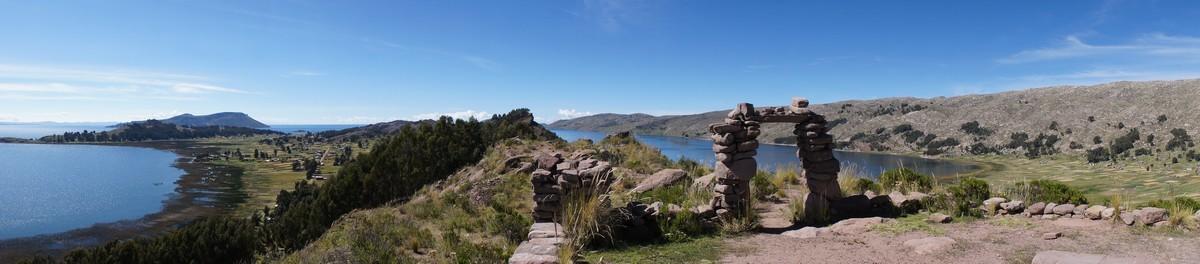 Vue depuis la péninsule de Capachica ...