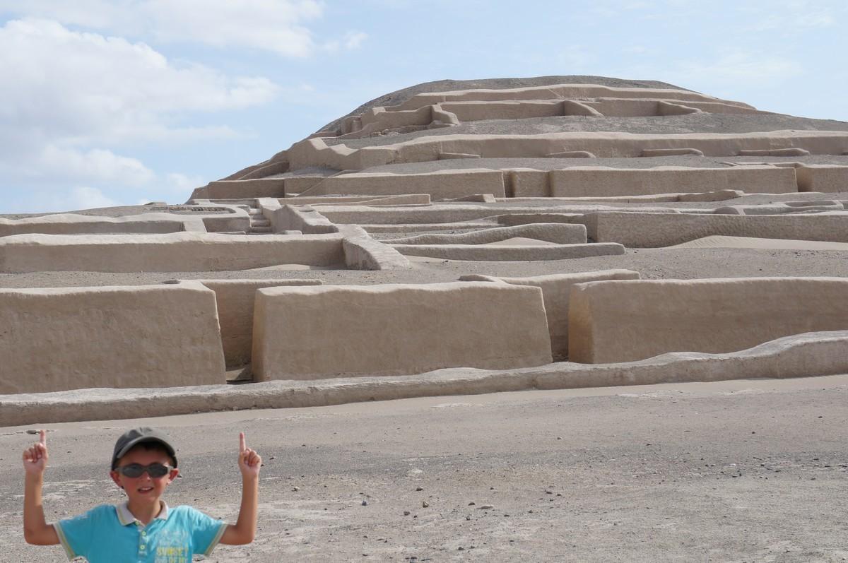 Deuxième arrêt : les pyramides de Cahuachi, lieu de fêtes et de sacrifices.