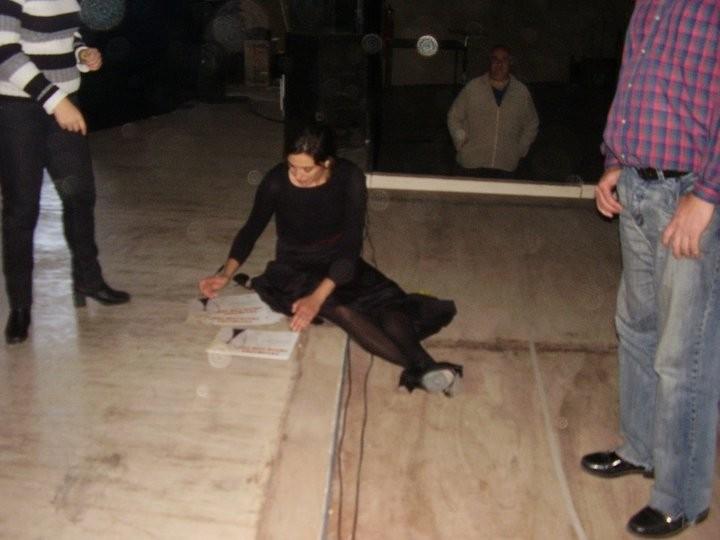 Sibila firmando certificados seminarios 2011