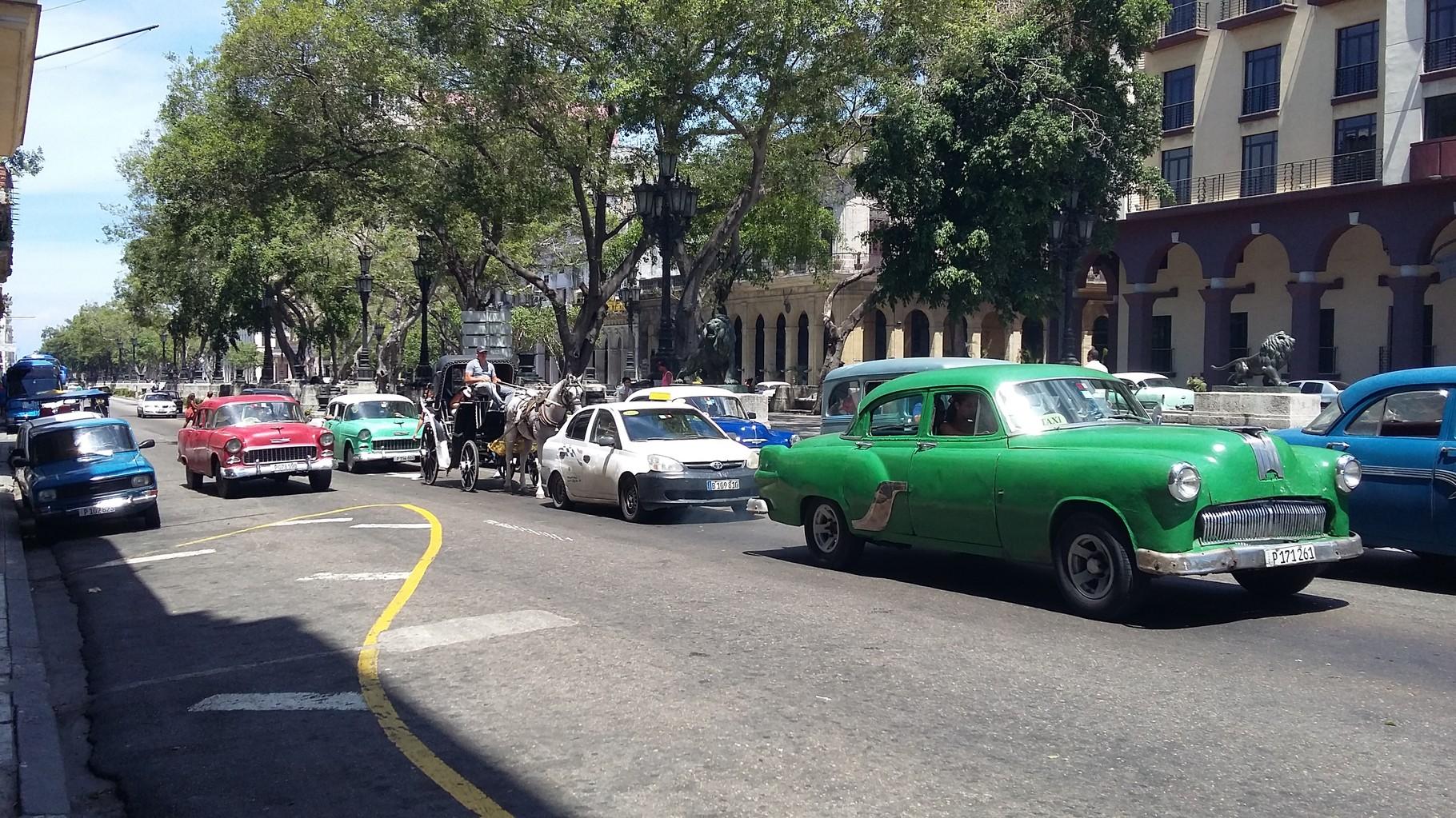 Las calles de La Habana son muy seguras para caminar y apreciar su arquitectura colonial.