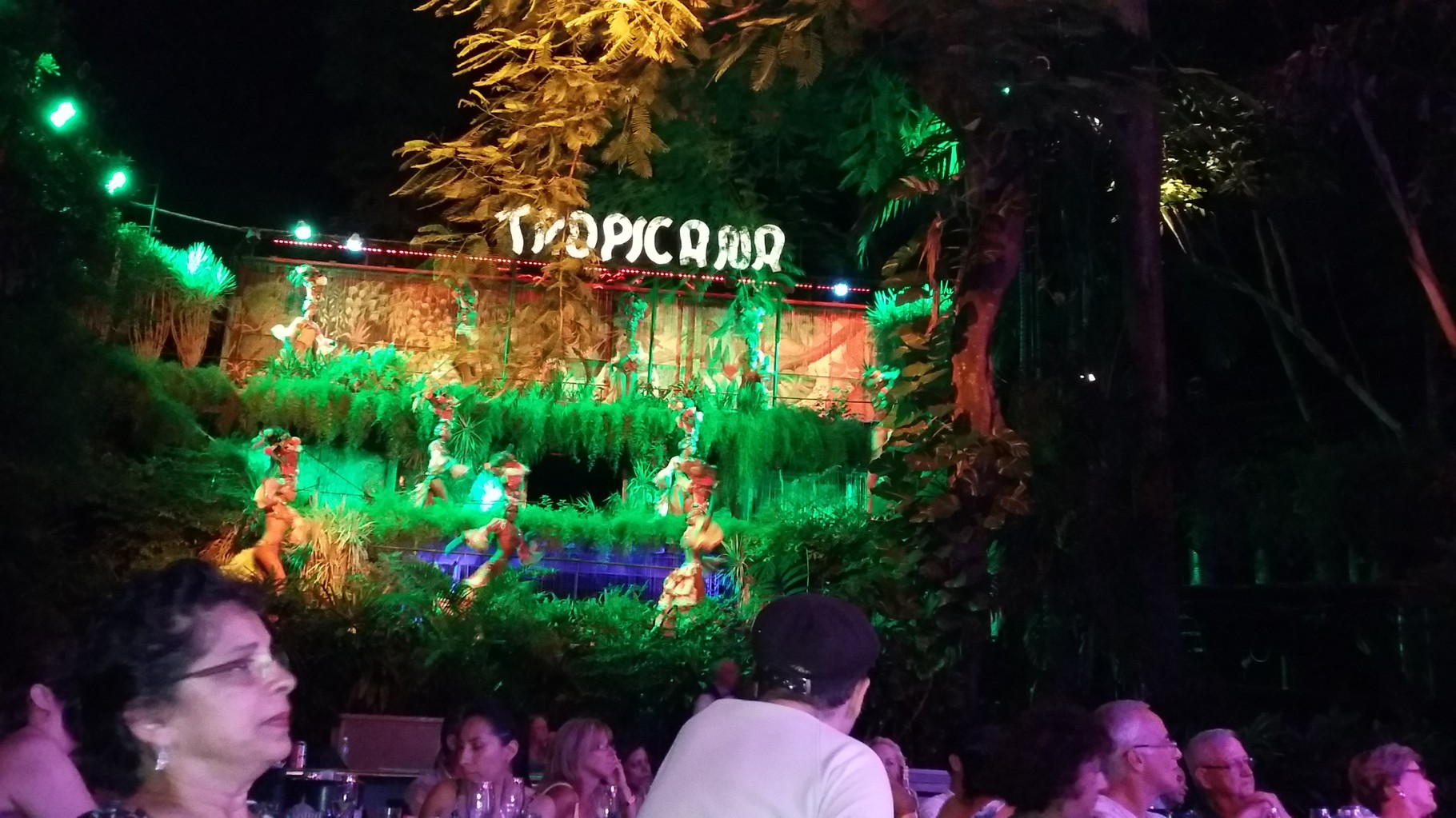 Tropicana uno de los cabaret más famosos del mundo está ubicado en La Habana.