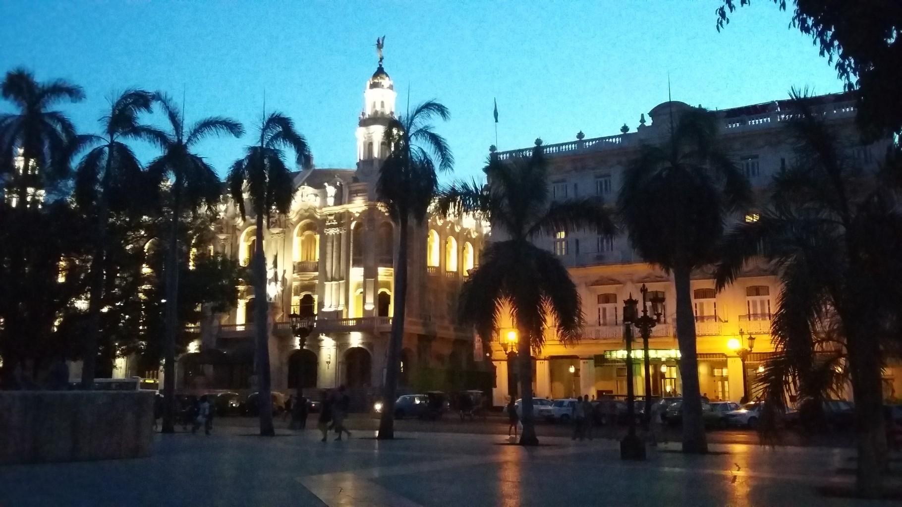 Parque Central, creado en el siglo XIX, tiene en el centro una estatua en honor a José Martí.