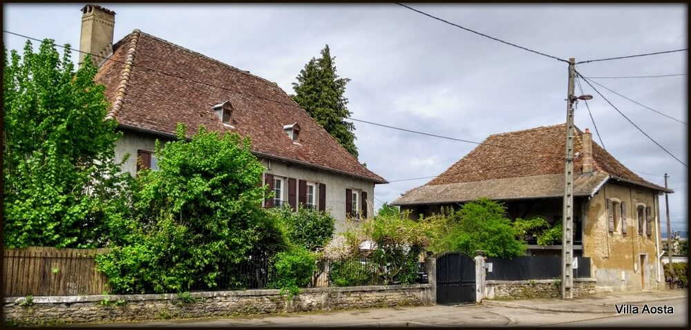 B&B, guesthouse in Aoste, Dauphiné. Charming old house