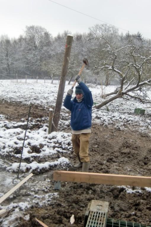 ...haben die Erdanker in den tiefgefrorenen Boden gehauen.