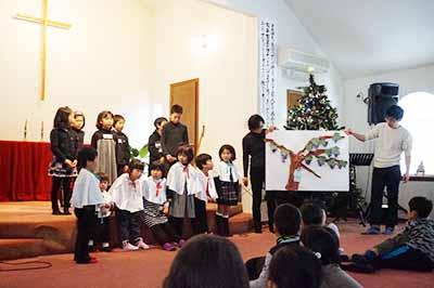 クリスマス会での合唱。