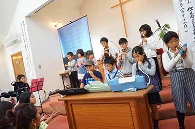 子ども祝福礼拝での合奏。