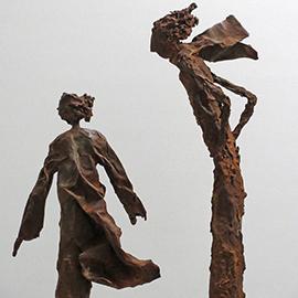 Skulpturen mit rostiger Patina