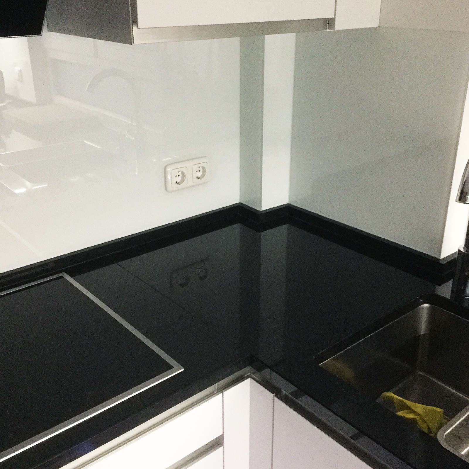 Küchenrückwand (weiß lackiert)