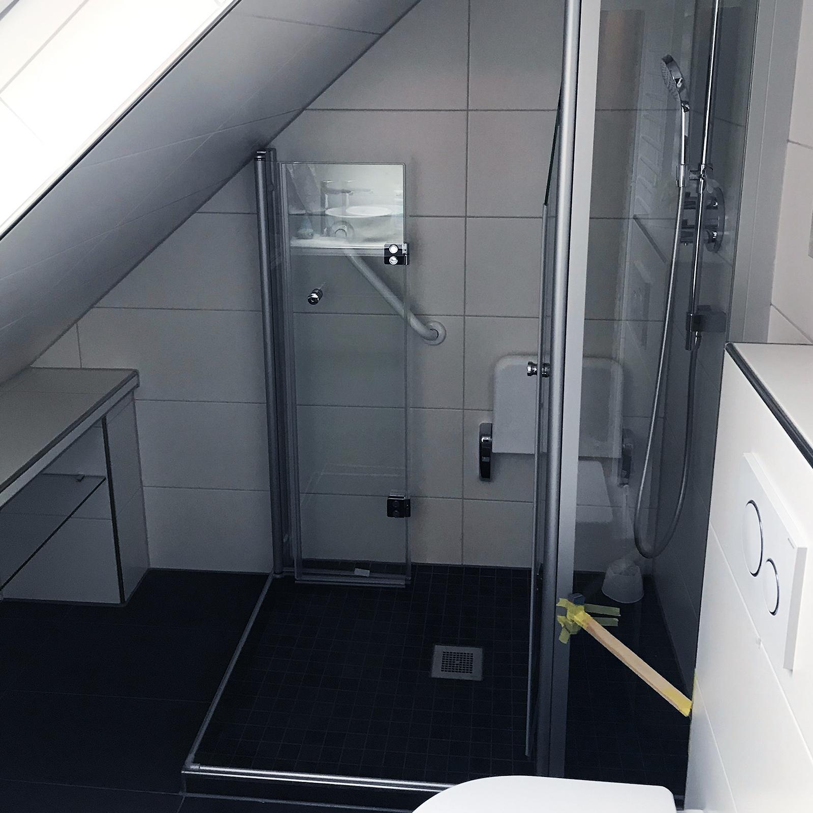 Dusche Unter Dachschräge (vierteilig)