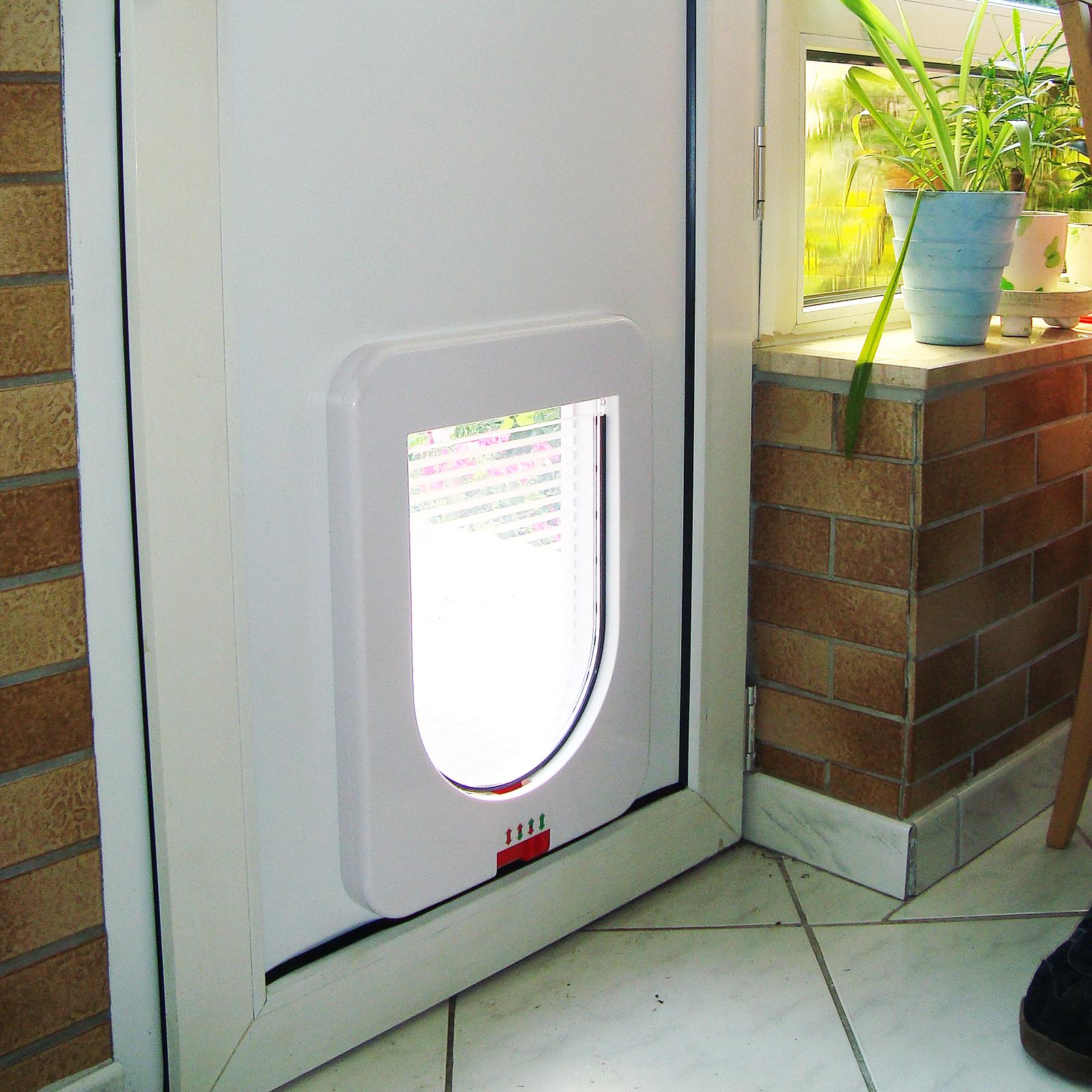Katzenklappen integriert in Eingangstür