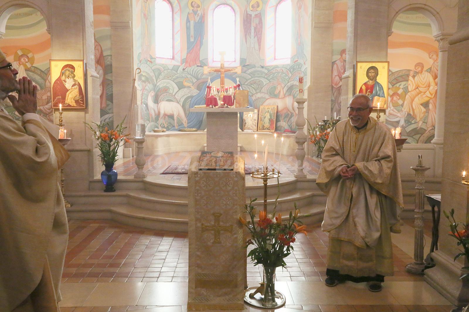 pour bénir Père Pacôme à l'occasion de sa fête, et nous tous avec.
