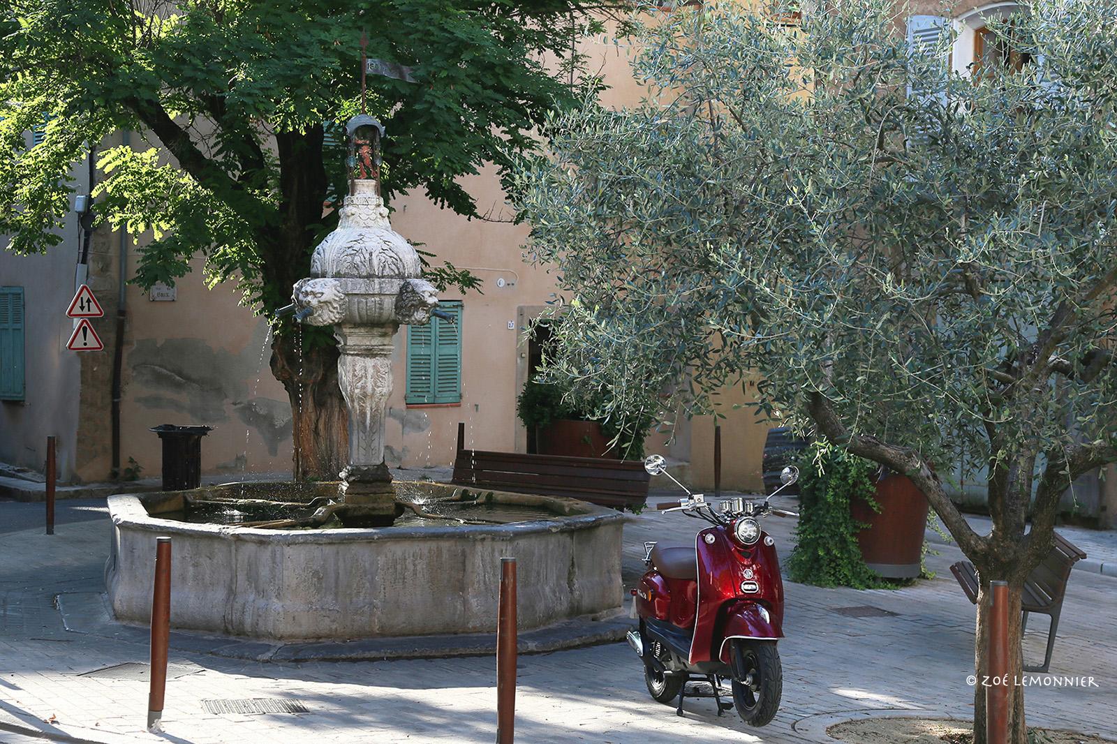 Cotignac place de la mairie