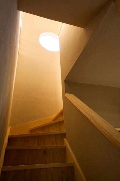 海を望むサーファーズハウス 階段