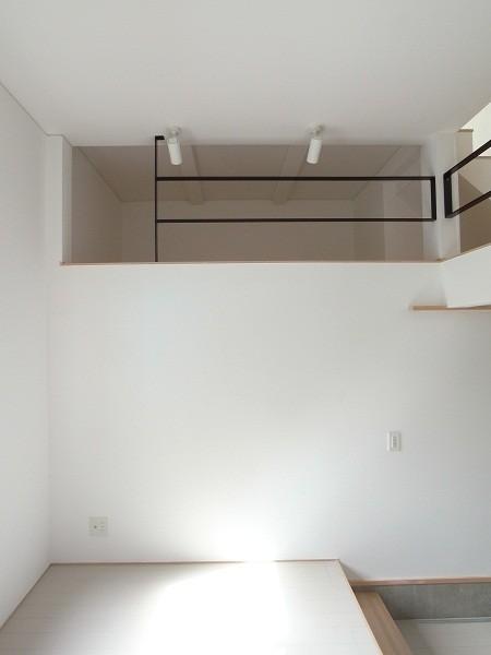 狭小地のスキップフロア 寝室①