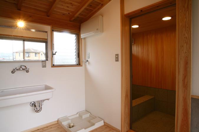 開放的な平屋住宅 洗面