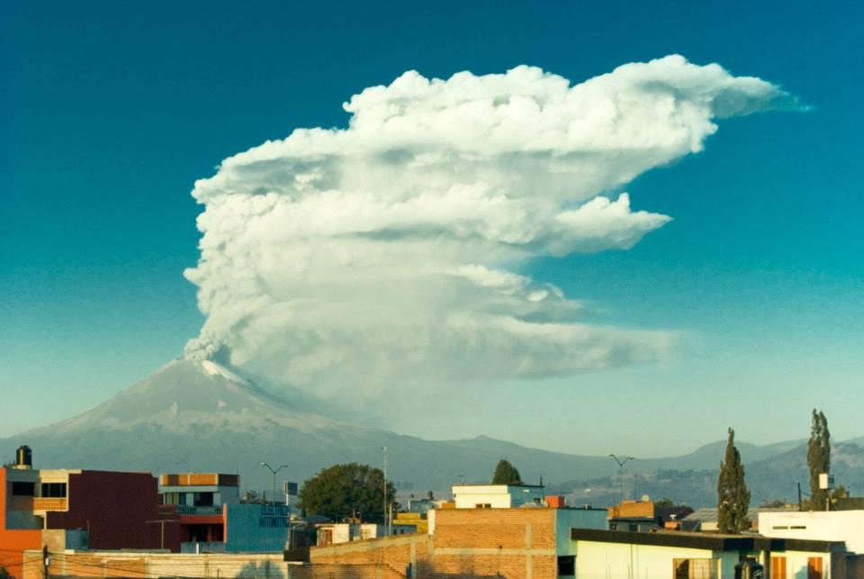 Popocatépetl smoking*
