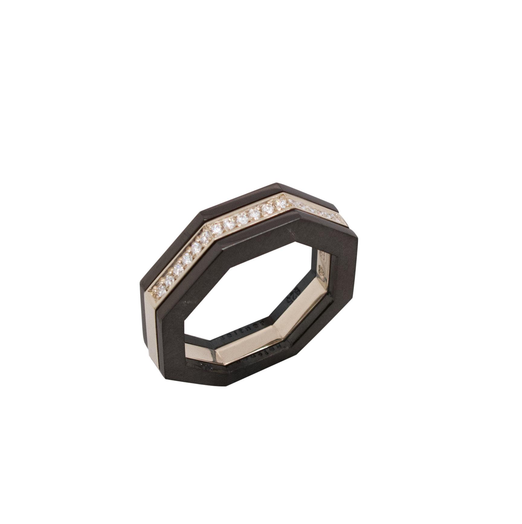 Achteckring aus 18 karat Weißgold 0,13 carat Diamanten 1.300 Euro, Achteckring aus geschwärztem Sterlingsilber à 150 Euro