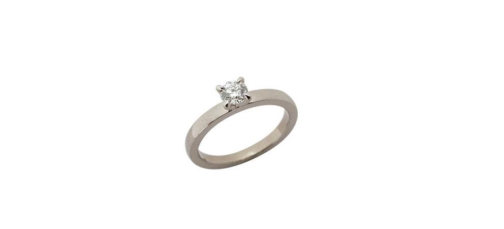 Diamantring aus 18 karat Weißgold