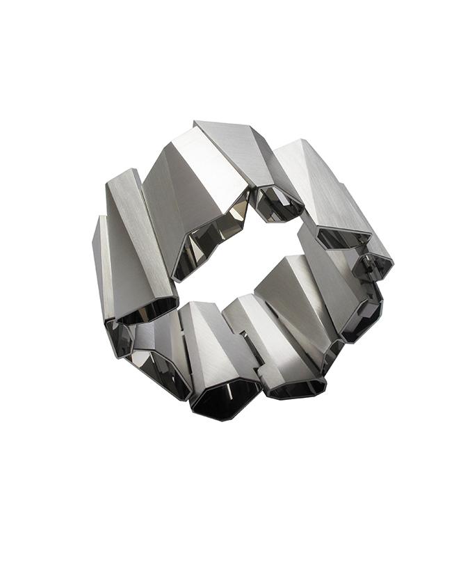 "Armband ""Spiegelfaltungen"" aus Edelstahl - Honourable Mention beim Red Dot Design Award 2012, 13.200 Euro"