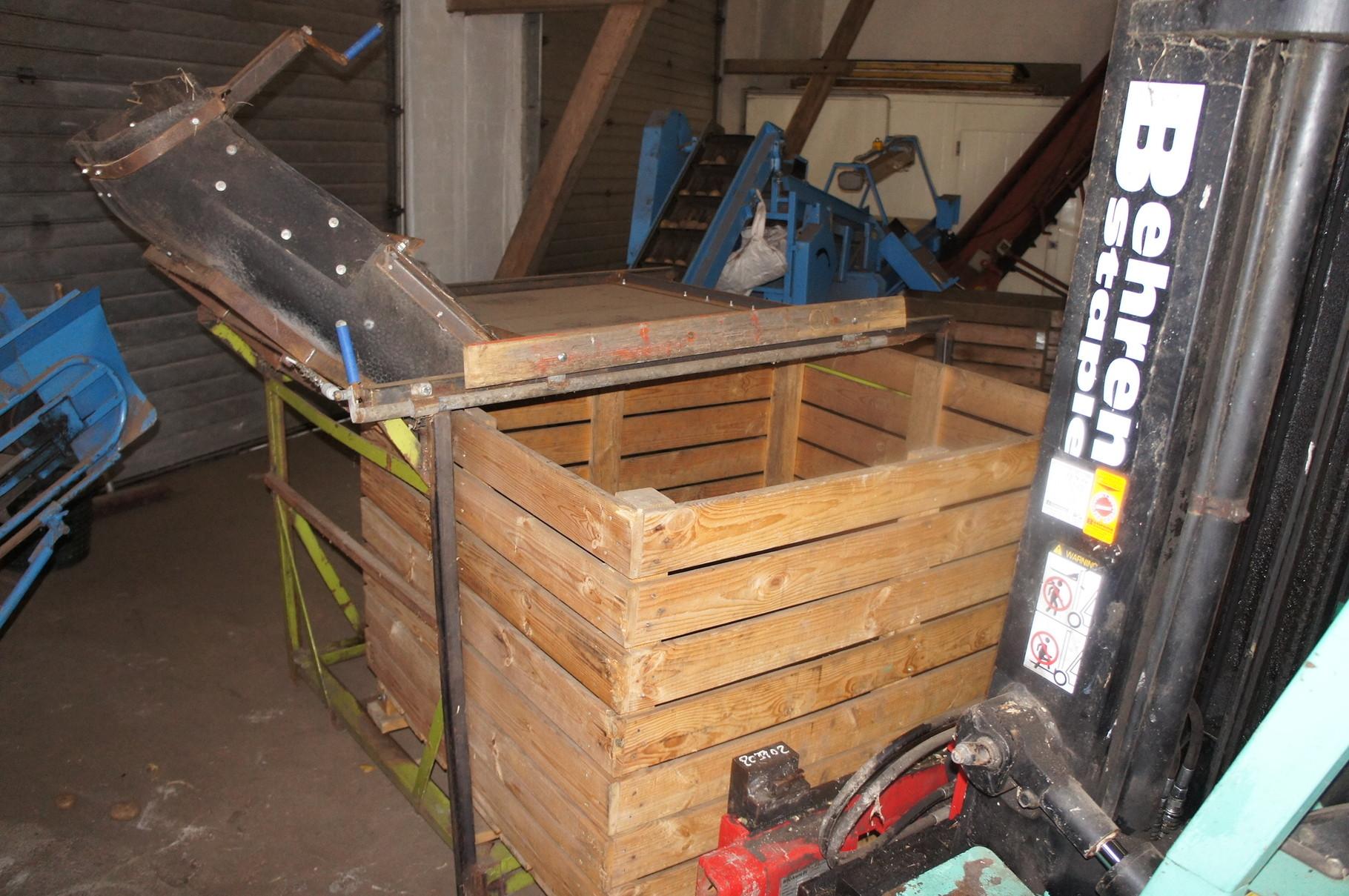 So gelangen die Kartoffeln von der Kiste zur Sortieranlage. (7)