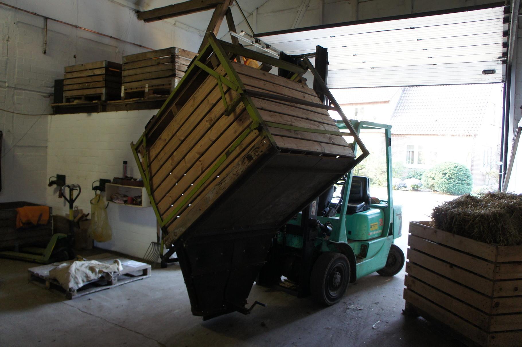 So gelangen die Kartoffeln von der Kiste zur Sortieranlage. (4)