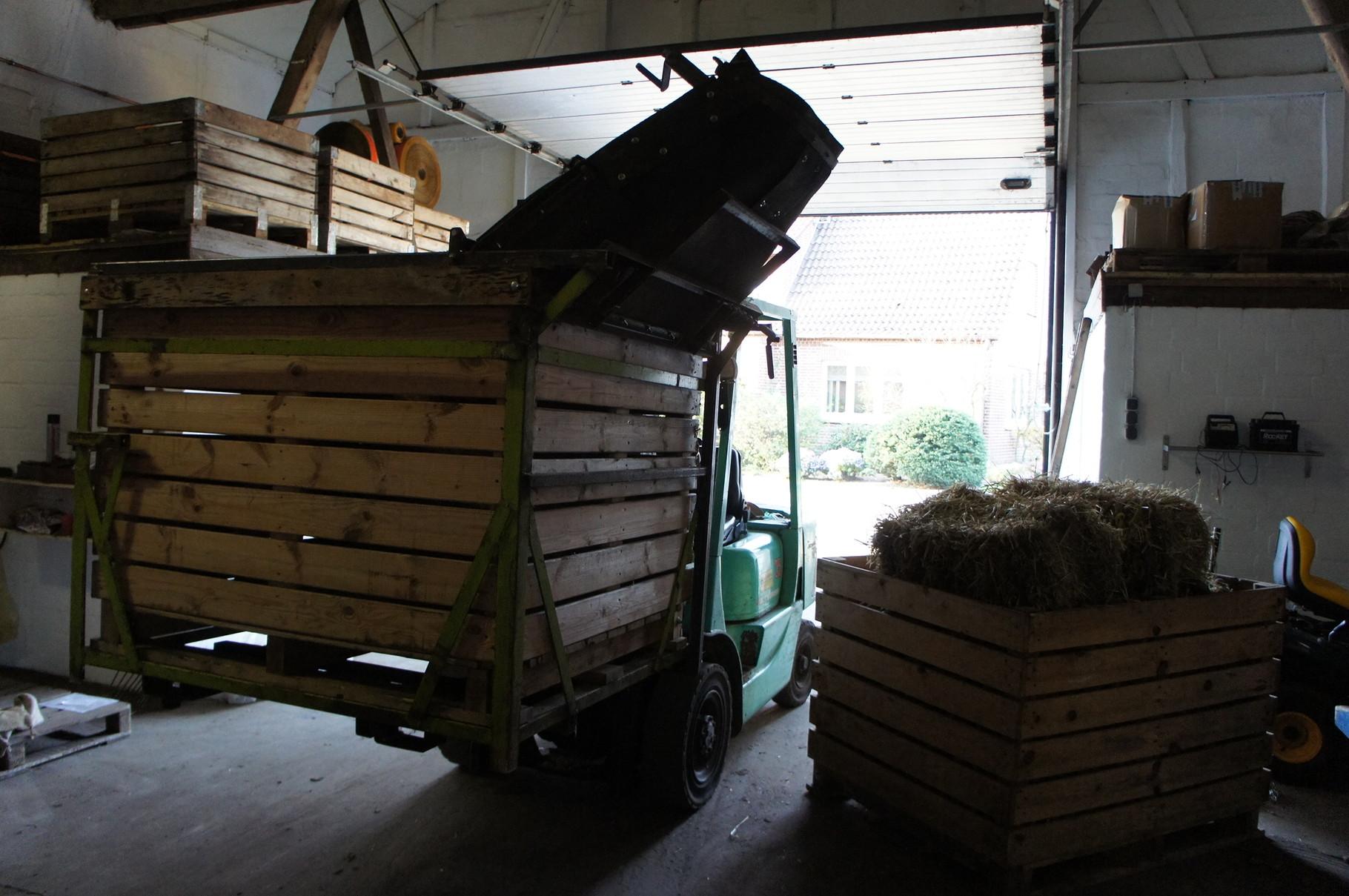 So gelangen die Kartoffeln von der Kiste zur Sortieranlage. (2)