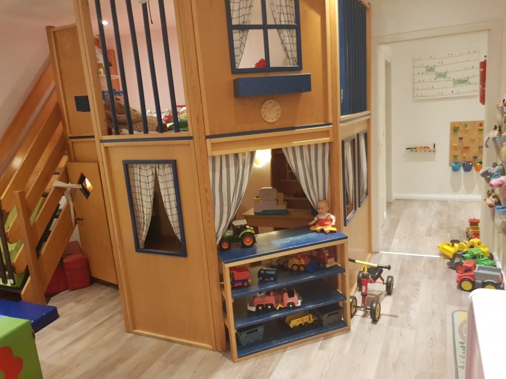 Kaufladen,Spielhaus,Tierarzt Praxis,und Puppenwohnung in einem ;-)